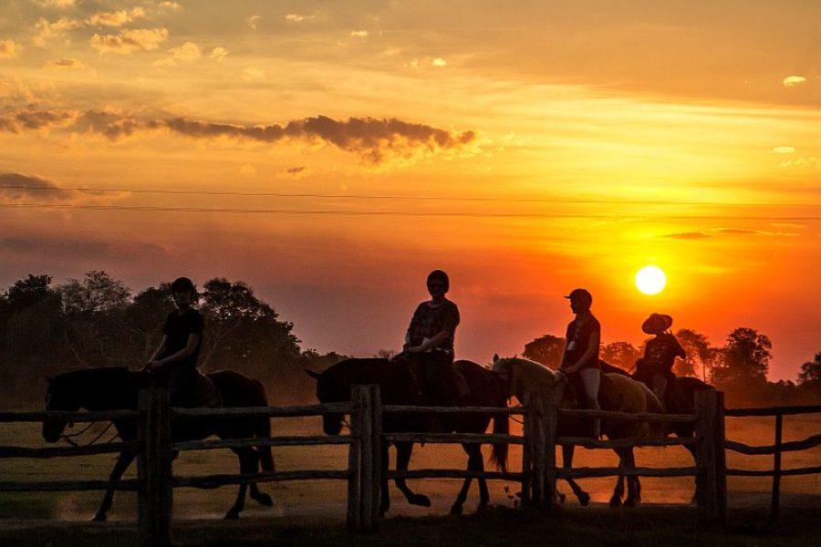 Pantanal Pousada Aguape Pferdtour Sonnenuntergang GloboTur