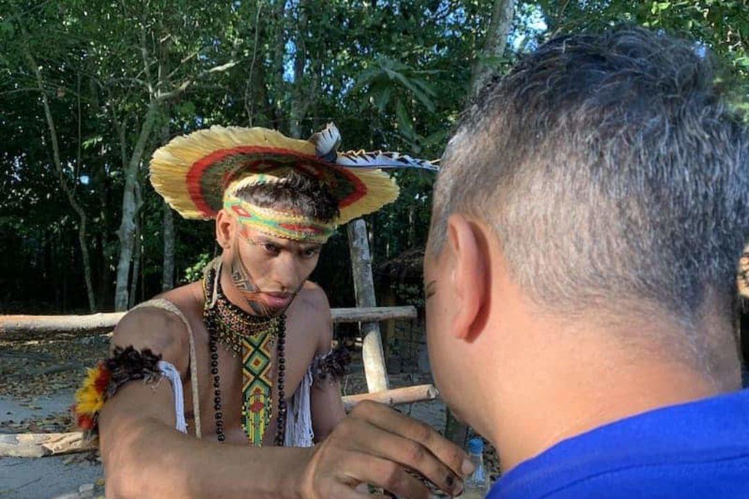 Bemalung Pataxos Besuch Indianer Indigene Braslien Reise Globotur